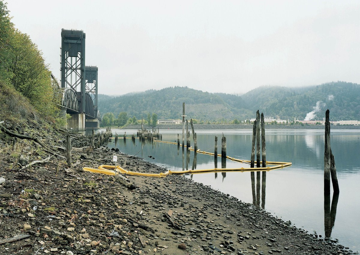 Superfund Cleanup Site Willamette  2001River, Portland, Oregon