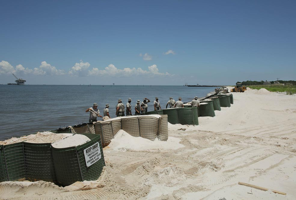 14-troops-erecting-protective-oil-spill-barriers-fort-morgan-al