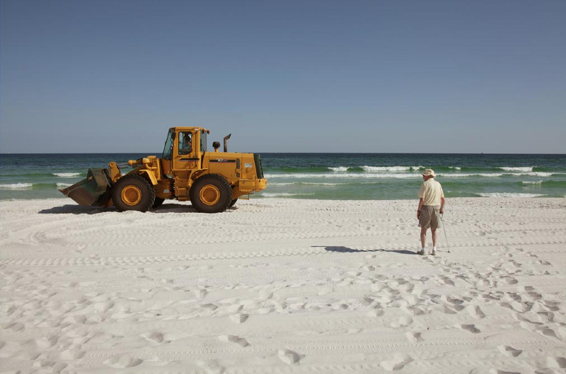 16-resident-watching-front-end-loader-bp-clean-up-pensacola-beach_0