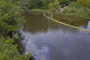 Oil Spill in Kalamazoo River, South Wattles Road Bridge, Battle Creek, Michigan