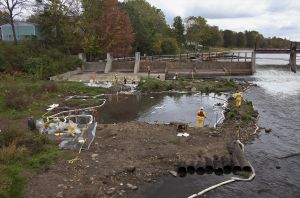 Enbridge Clean-up Workers, Kalamazoo River at the Ceresco Dam, Ceresco, Michigan, 2010